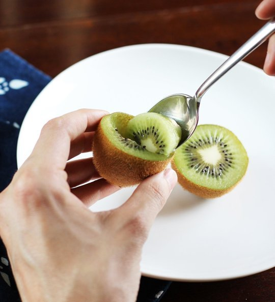 how to eat kiwi