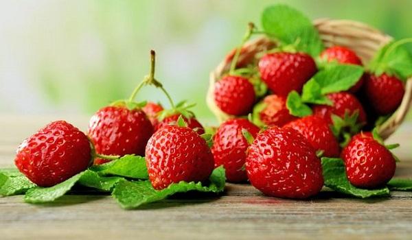 10 Best Foods to Prevent Flu: Strawberries