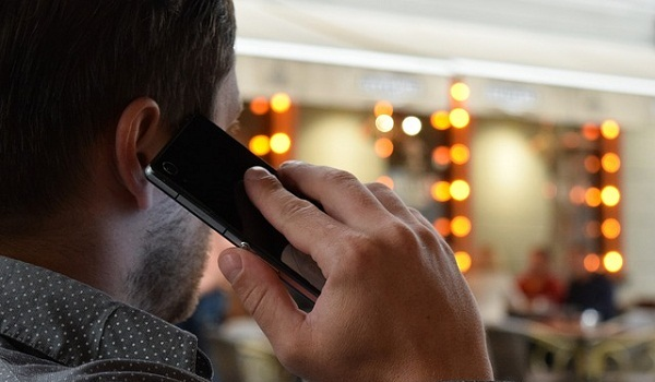 Skin Damaging Habits: Using Your Phone