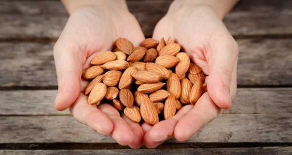 Benefits of eating almonds daily