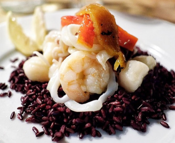 The high level of antioxidants in black rice helps to support liver function.