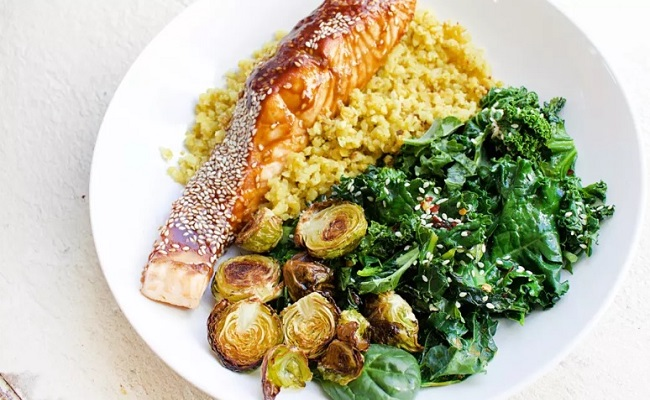 Anti-Inflammatory Recipe: Gut-Healing Salmon & Cauliflower Rice Bowl