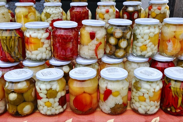 The first thing you need to do when fermenting food at home is to choose the right fermenting vessel.