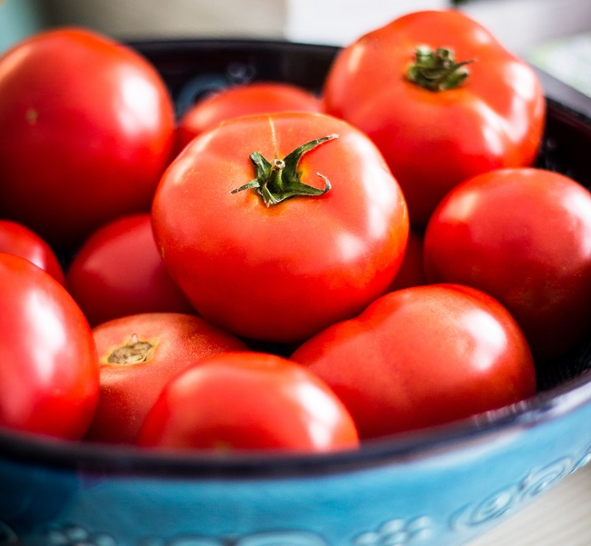 Tomatoes are rich in lycopene, a bright red carotene and carotenoid pigment, which is also known to help fend off cancer.