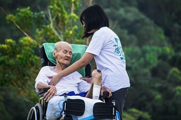 Experts believe that Alzheimer's disease develops when protein deposits form in the brain.